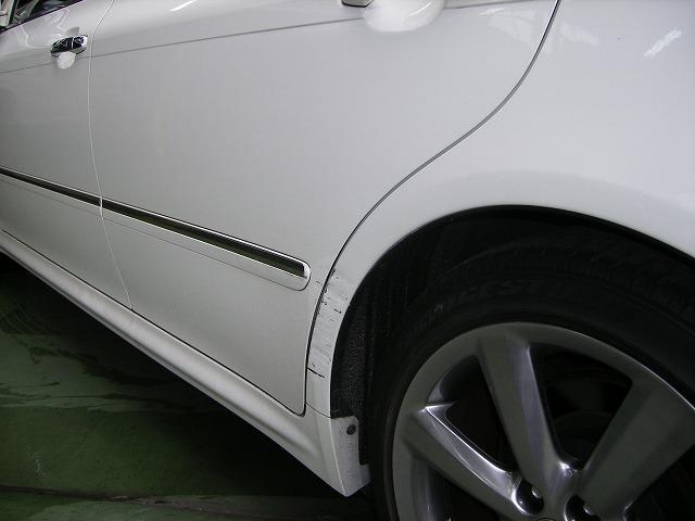 トヨタ クラウン 左リヤドア リヤフェンダータイヤアーチ部板金塗装