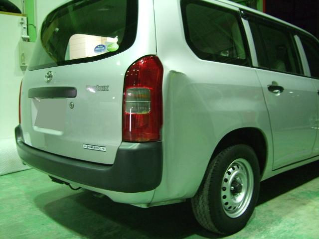 トヨタ プロボックス 右リヤフェンダー 板金塗装
