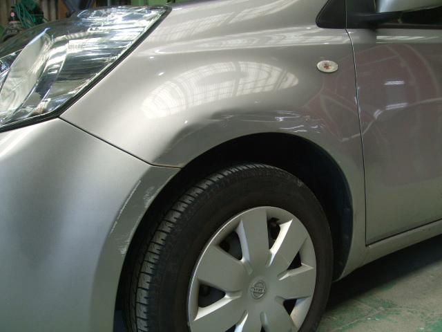 日産 ノート 左フロントフェンダー フロントバンパー板金塗装修理