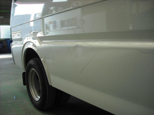 日産 バネット 右側面 板金塗装 ソリッド白