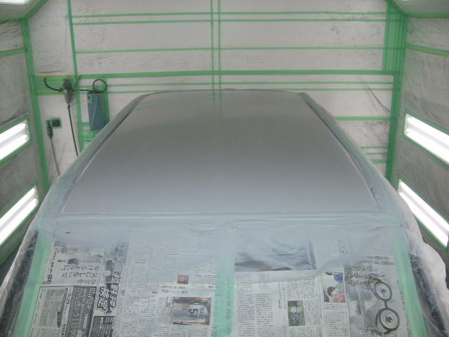 サフェーサーを塗り、90℃で50分間ほど乾燥します。