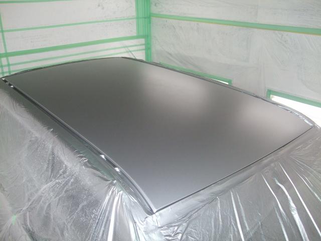 丁寧に清掃後、カラーベースムラなく塗り20分ほど乾燥させます。