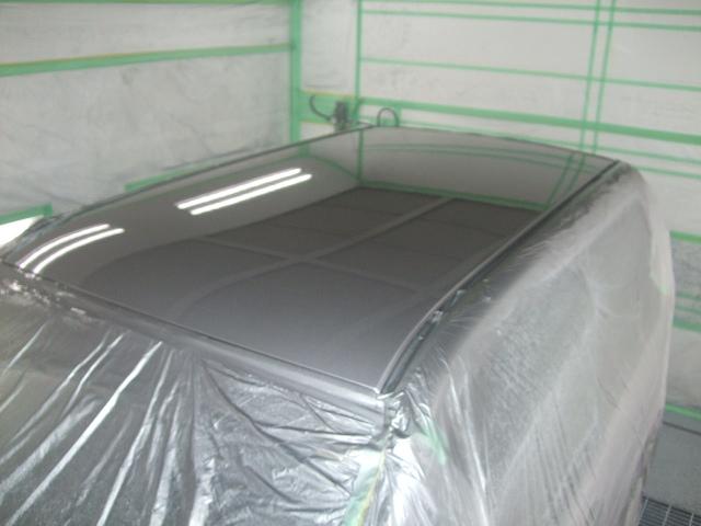 1回目のクリアーコーティングを塗り10分ほど乾燥させます。